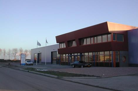 Foto voorzijde pand timmerfabriek Carper in Noord-Holland